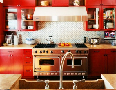 sara_bengur_hunting_lodge_red_kitchenviacococozy